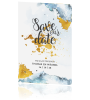 Winterse save the date kaart in blauw en goud look