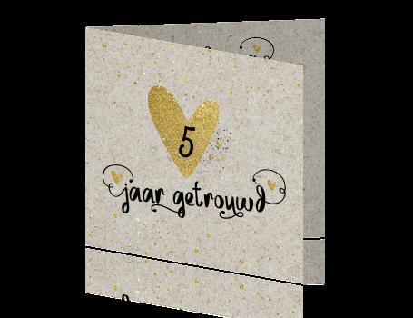 5 jaar getrouwd uitnodiging met karton en hand lettering